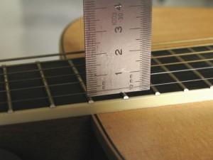 C mo ajustar y poner a punto una guitarra ac stica el - Como colocar las cuerdas de un estor ...